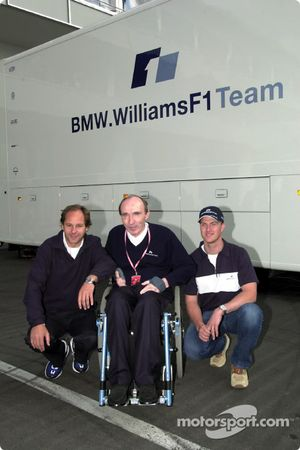 Ralf Schumacher, here with Gerhard Berger and Frank Williams, agrees a new contract with the BMW WilliamsF1 Team