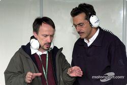 Heinz Paschen, directeur de la construction chez BMW, avec le directeur de BMW Motorsport Mario Theissen