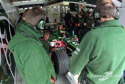 Garage Jaguar : Pedro de la Rosa