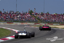 battle for first place between two erkek kardeşis: Michael Schumacher ve Ralf Schumacher