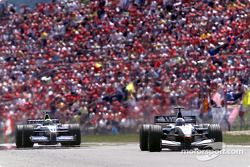 Ralf Schumacher chasse David Coulthard