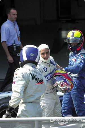 Juan Pablo Montoya serre la main de David Coulthard