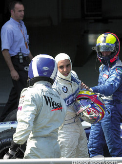 Juan Pablo Montoya shaking hands ve David Coulthard while Luciano Burti is lurking