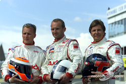 Los pilotos del Champion Racing Johnny Herbert, Ralf Kelleners y Didier Theys