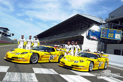 Corvette Racing dan C5-R: Ron Fellows, Johnny O'Connell, Scott Pruett, Franck Freon, Andy Pilgrim da