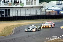 Martin Brundle en el Bentley EXP Speed 8 y Vanina Ickx en el Chrysler Viper GTS-R