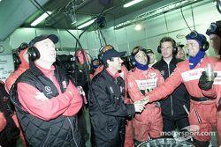 Feliz cumpleaños: el piloto deAudi, Rinaldo Capello celebra su cumpleaños 37 a media noche en los pi