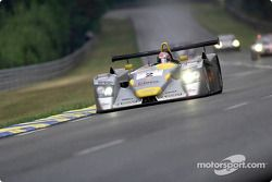 El piloto de Audi, Rinaldo Capello (#2) en el Infineon Audi R8 mojado