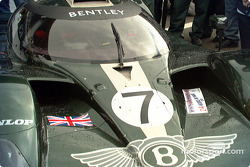 La lluvia comienza a caer sobre el Bentley