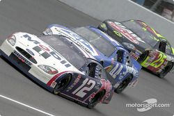 Jeremy Mayfield mène devant Buckshot Jones et Jerry Nadeau