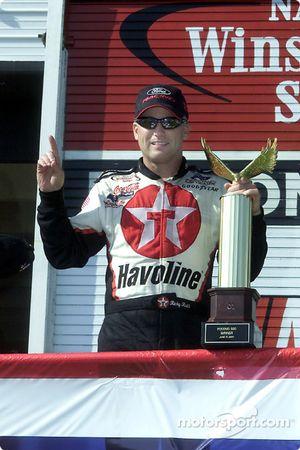 Ricky Rudd a décroché sa première victoire depuis qu'il a rejoint le Robert Yates Racing au début de