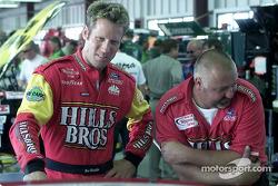 Brian Simo toma las tareas de manejo del piloto regular, Hut Stricklin en el Ford Taurus de Hills Br