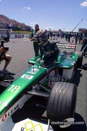 Eddie Irvine en la parrilla