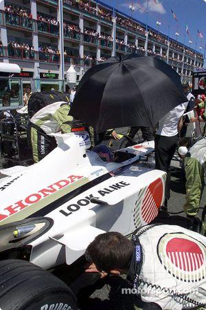 Jacques Villeneuve en la parrilla