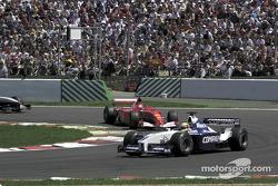 Le virage d'Adelaïde dans le premier tour : Ralf Schumacher devant son frère Michael