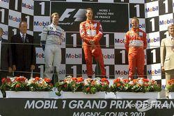 El podio: Ralf Schumacher, Michael Schumacher y Rubens Barrichello