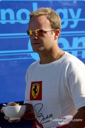 Rubens Barrichello comiendo cereales