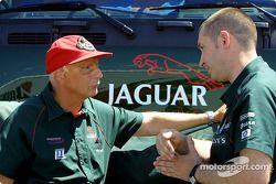 Niki Lauda discutiendo