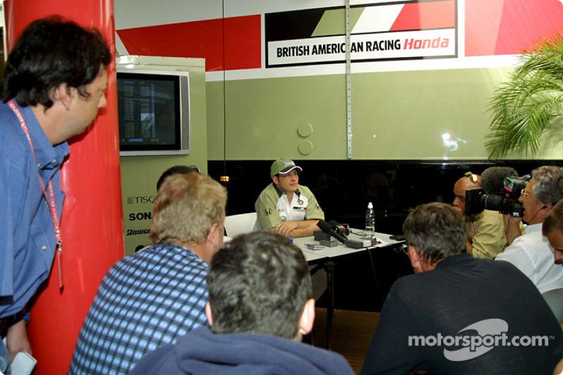 Jacques Villeneuve rencontre la presse