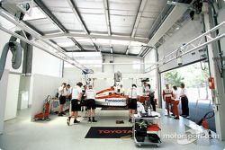 Toyota F1 ve Mika Salo garajı