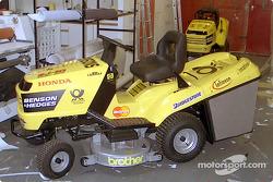 Carrera de podadoras de césped de Honda