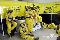 Team Jordan between pitstops