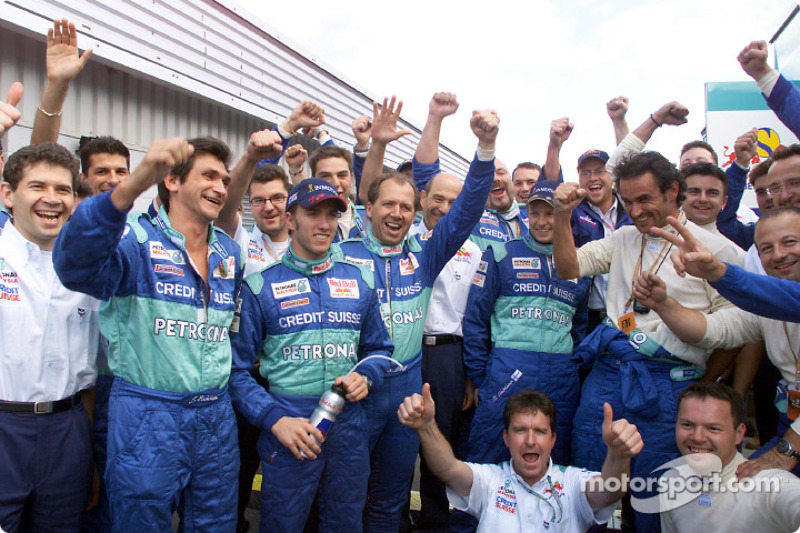 Kimi Raikkonen, Nick Heidfeld and Team Sauber celebrating another good race