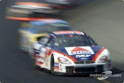 Jeff Burton a toda velocidad en la curva 1