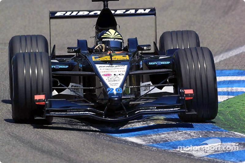 O quinto dos brasileiros era Tarso Marques, no volante daquele que era o pior carro da F1 naquele ano - a Minardi.