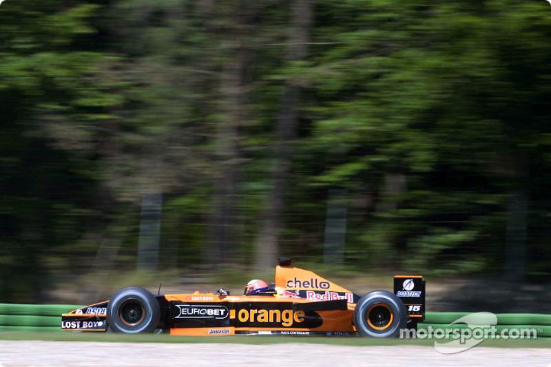 Já o paranaense Enrique Bernoldi era piloto da Arrows.