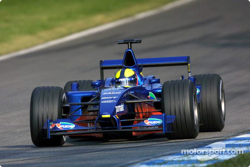 Luciano Burti corria pela Prost.
