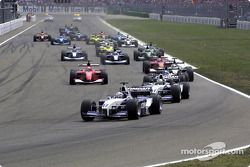 Second start: Juan Pablo Montoya in front of Ralf Schumacher