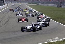 Segunda arrancada: Juan Pablo Montoya por delante de Ralf Schumacher