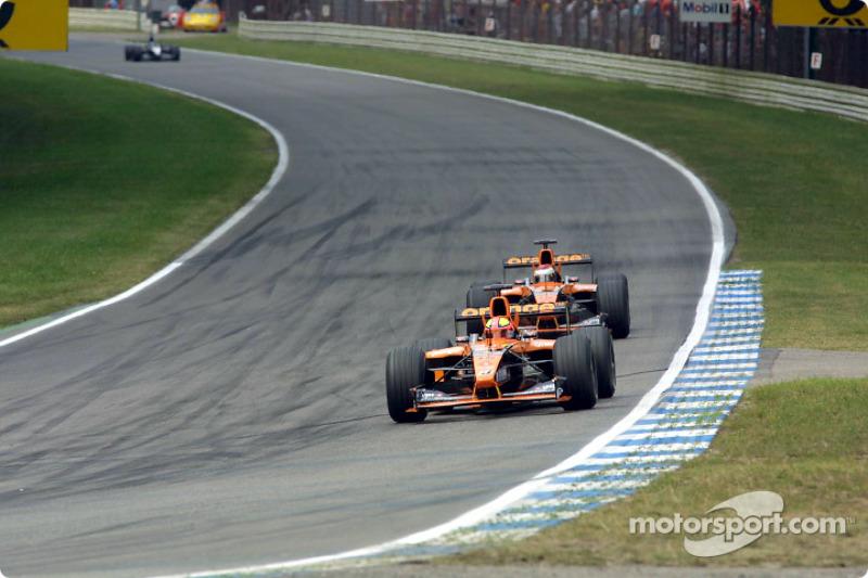Enrique Bernoldi conseguiu segurar o companheiro Jos Verstappen (pai de Max) e finalizou em oitavo. Pena que na época apenas os seis primeiros pontuavam...