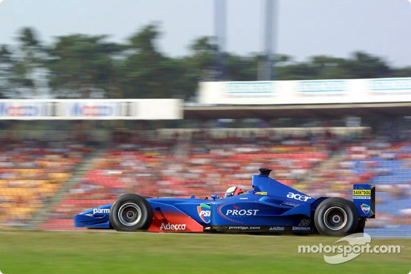 Com a mão machucada após o acidente da largada, Burti abandonou depois de um acidente na volta 23.