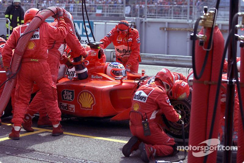 Com uma estratégia de duas paradas, Rubens Barrichello não foi páreo para Ralf Schumacher, que só fez uma. O brasileiro chegou em segundo.