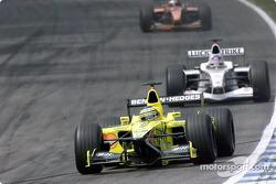 Jarno Trulli in front of Jacques Villeneuve
