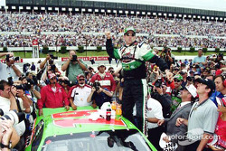 Ganador de la carrera, Bobby Labonte