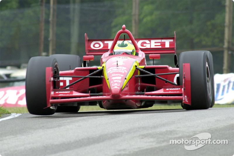 Bruno Junqueira gets a wheel up