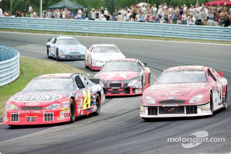 Jeff Gordon in the lead