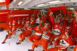 Ferrari-Team bei Rennende