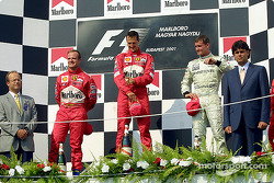 El podio: Rubens Barrichello, Michael Schumacher y David Coulthard