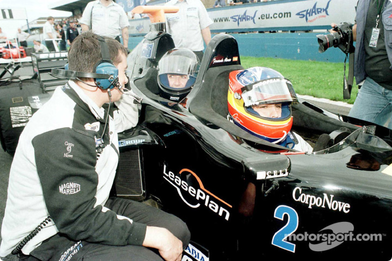Fernando Alonso y Louise Goodman en un biplaza