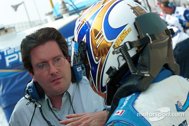 Patrick Carpentier discussing with his engineer