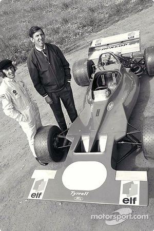 Кен Тиррелл и Джеки Стюарт презентуют Tyrrell001