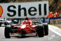 Михаэль Шумахер за рулем Ferrari F310