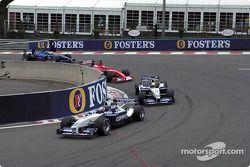 Warmup lap: Juan Pablo Montoya still front, ve Ralf Schumacher