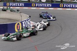Pedro de la Rosa devant Olivier Panis, Nick Heidfeld et Eddie Irvine