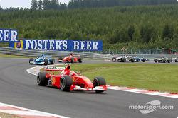Second départ : Michael Schumacher mène devant Giancarlo Fisichella et Rubens Barrichello