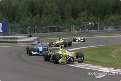 Jean Alesi devant Jenson Button